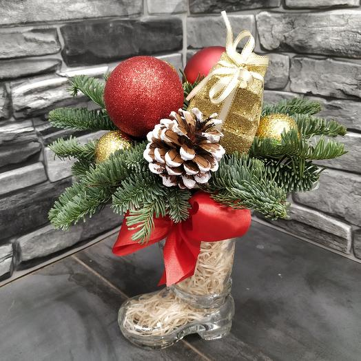 Рождественская композиция в сапожке: букеты цветов на заказ Flowwow