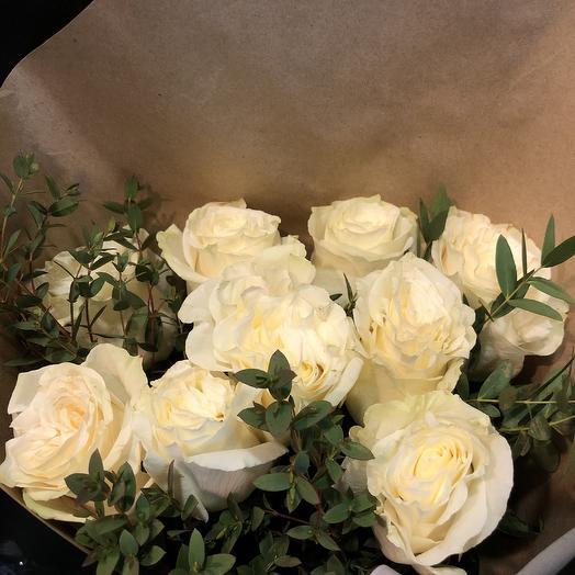 11 эквадорских роз с зеленью