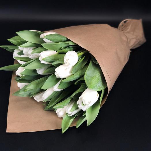 21 тюльпан в крафте
