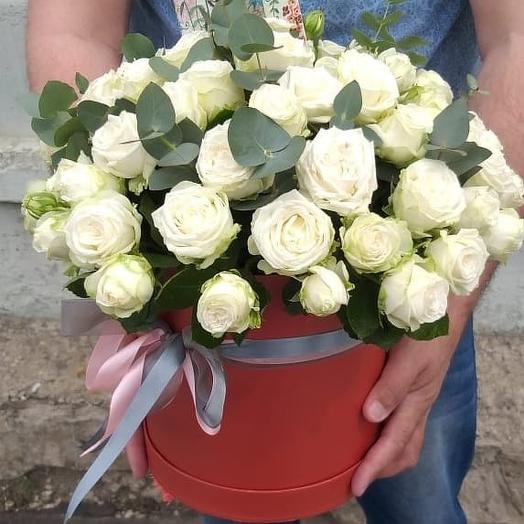 """Коробка с кустовыми розами """"Мисс Бомбастик"""""""