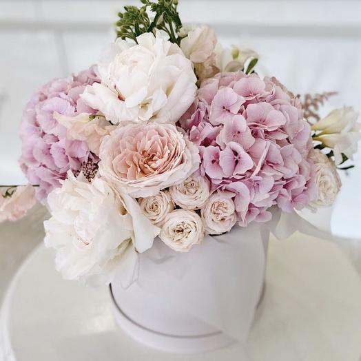 "Коробка с цветами ""Комплемент королеве"""