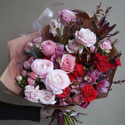 Красивый букет с цимбидиумами,ранункулюсами и пионовидными розами-«Милый друг»