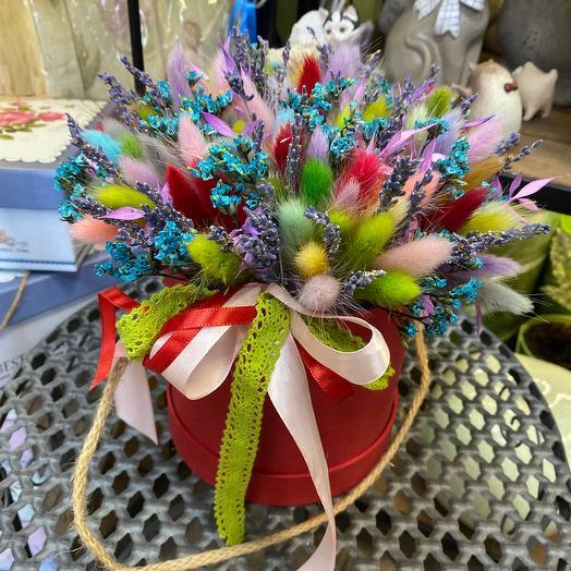 Композиция из сухоцветов в шляпной коробке