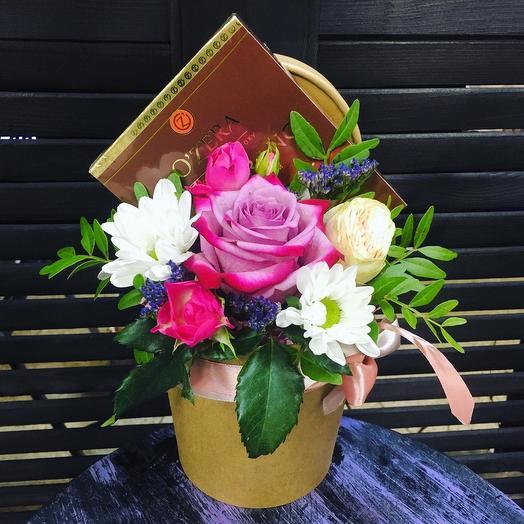 Цветы в стаканчике с шоколадом