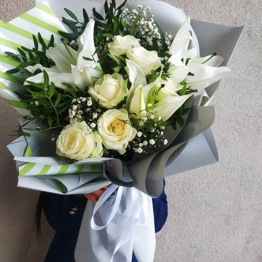 BOUQUET OF ROSES AND LILIES IN A DESIGNER DESIGN