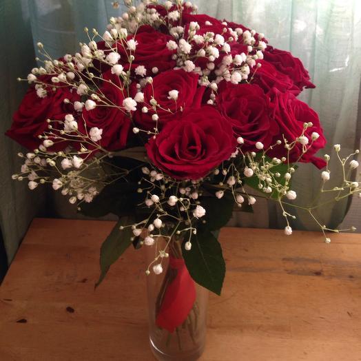 15 красных роз.Ваза в ассортименте в подарок