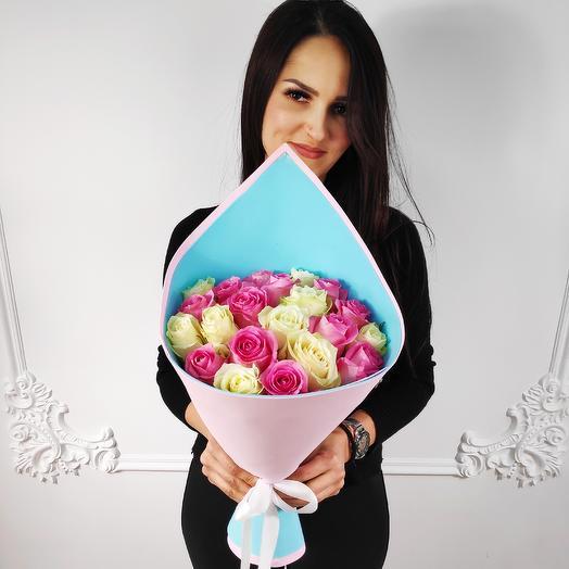 Стильный букет из 19 роз(коробка конфет в подарок, условие в описании)