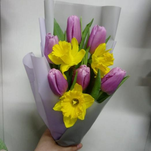 Букет с тюльпанами и нарциссами мини
