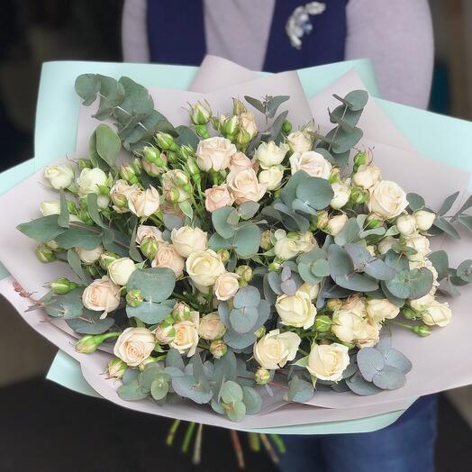 Дуо букет с кустовой розой и эвкалиптом