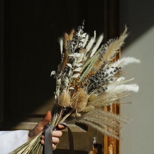 Букет из сухоцветов с пампасной травой и лавандой