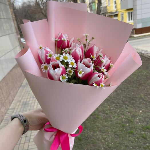 Букет Тюльпанов с ромашками