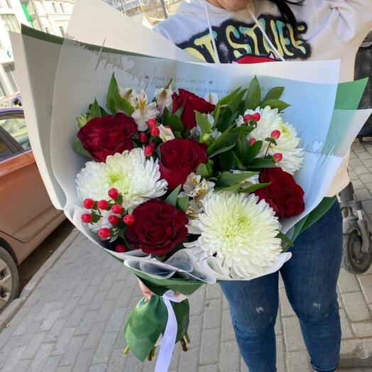 Букет сборный с одноголовой хризантемой и розами