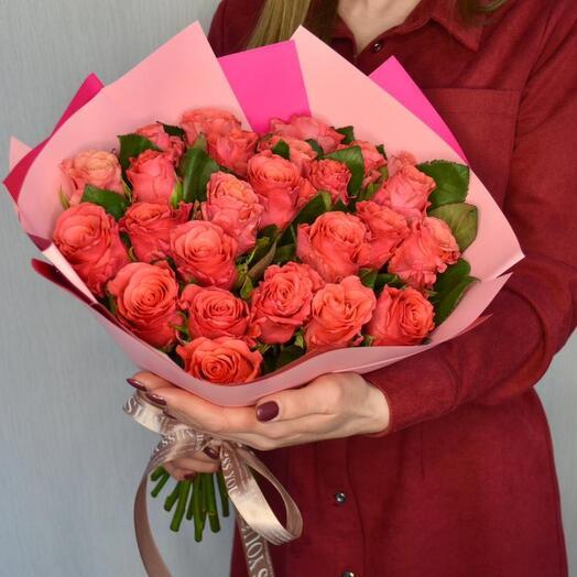 25 коралловых роз