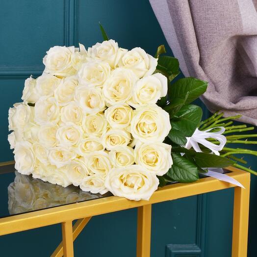 Монобукет 25 белых роз 60см