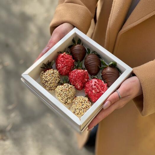 Коробочка на 9 клубник в шоколаде
