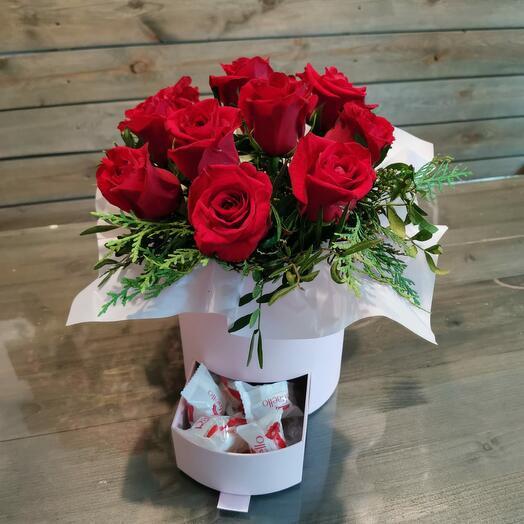 Коробка Красных роз с Raffaello