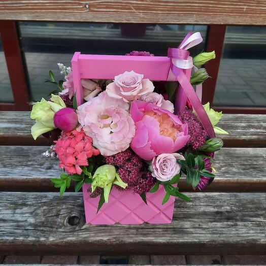 Ящичек ярко-розовый с пионами