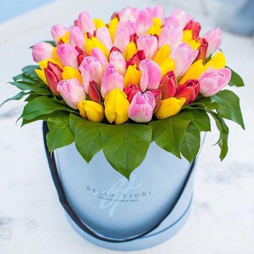 БЦ 157008 Тюльпаны в шляпной коробке: букеты цветов на заказ Flowwow