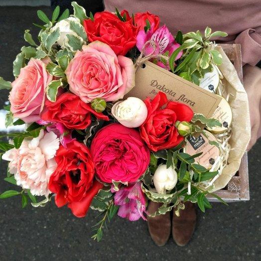 Цветочный микс с медом в деревянном ящичке 1: букеты цветов на заказ Flowwow