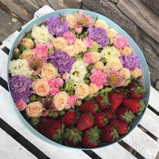 """Сочетание цветов и клубники """"Суфле"""""""