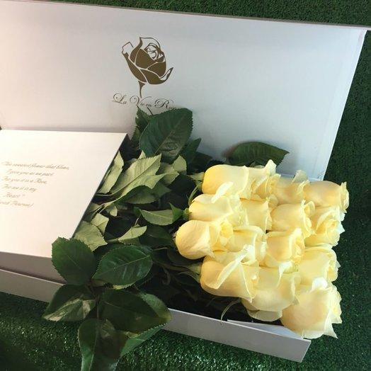 Коробка с нежными светлыми розами: букеты цветов на заказ Flowwow