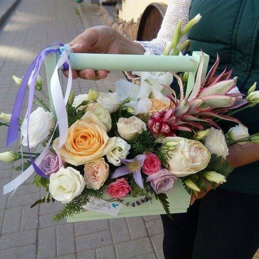 Ящик салатовый с ананасом средний: букеты цветов на заказ Flowwow