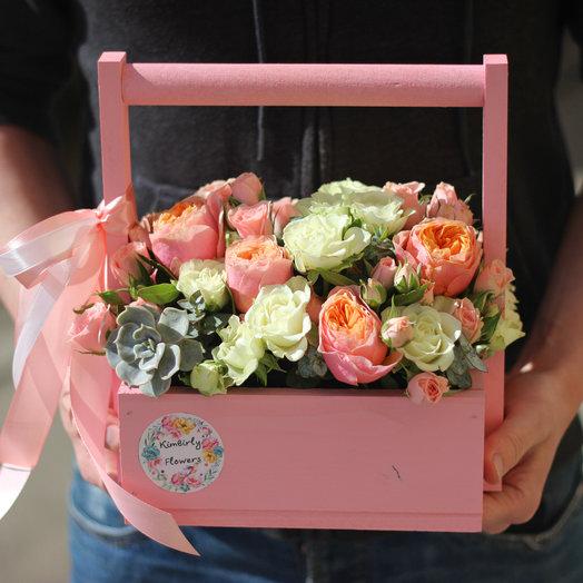 Ящик с розами и эхевереей