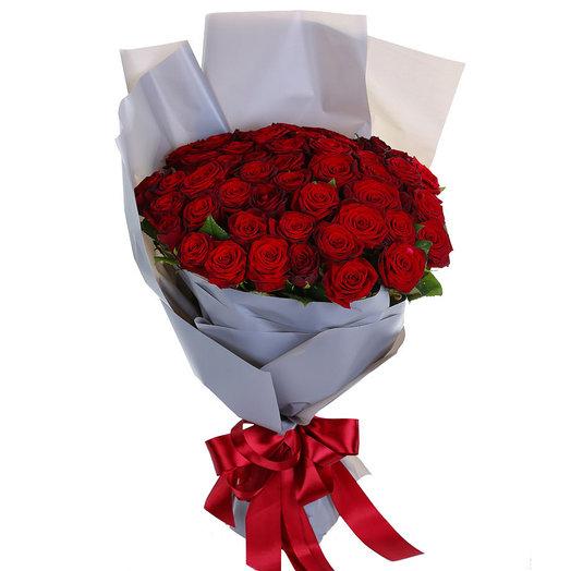 Букет из 51 розы в изящном оформлении