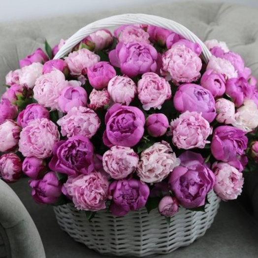 Корзина из 75 пионов : букеты цветов на заказ Flowwow
