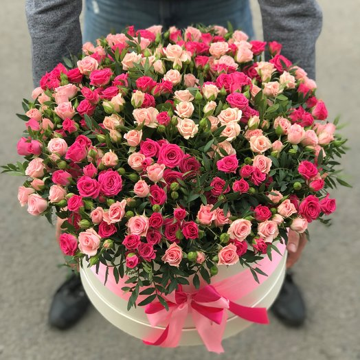 Коробка XXL из 101 кустовой розы (микс). N113