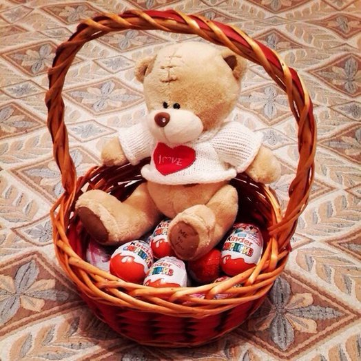 Basket with a Bear 18 cm and 10 Kinder