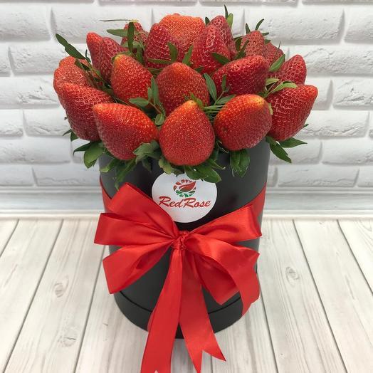 Клубника в шляпной коробочке: букеты цветов на заказ Flowwow
