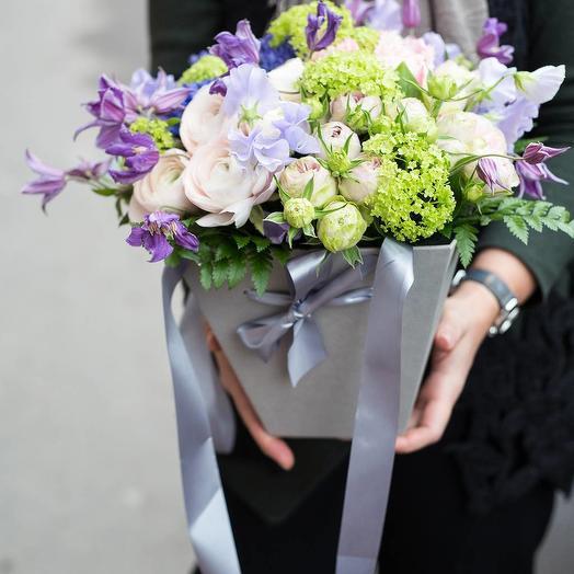 Коробка из ранункулюсов и роз: букеты цветов на заказ Flowwow
