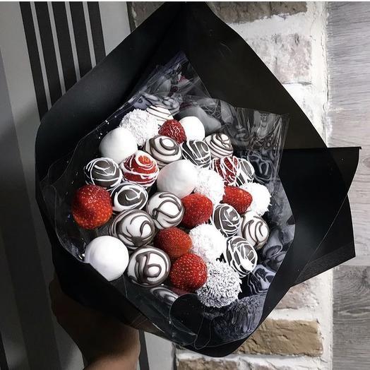 Клубничный букет «Чёрный принц»: букеты цветов на заказ Flowwow