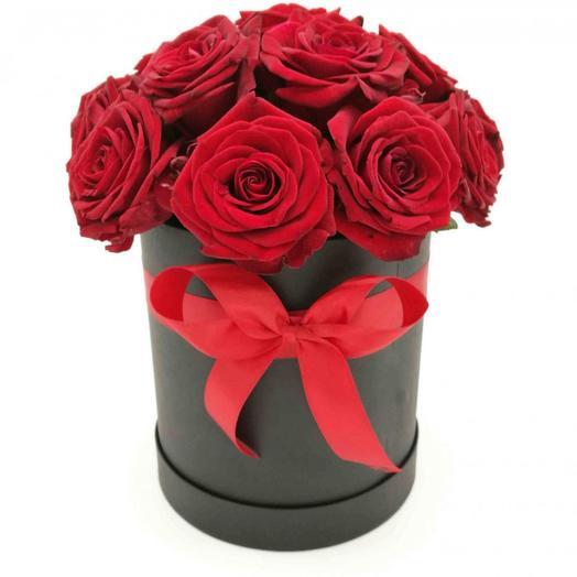 15 красных роз в черной шляпной коробке: букеты цветов на заказ Flowwow