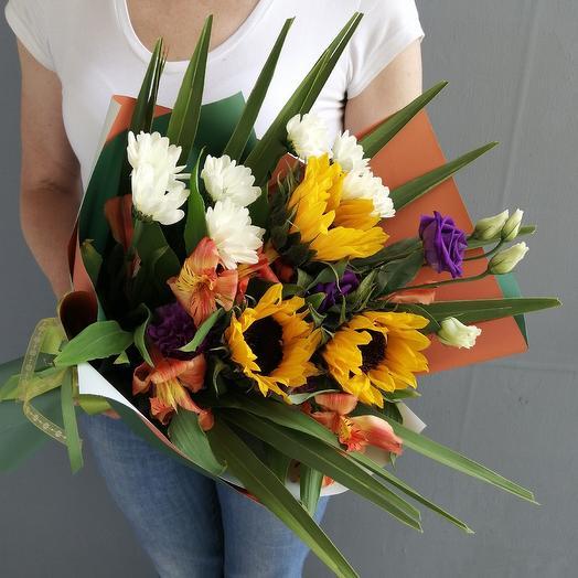 Летний букет из подсолнухов,альстромерии и хризантемы: букеты цветов на заказ Flowwow