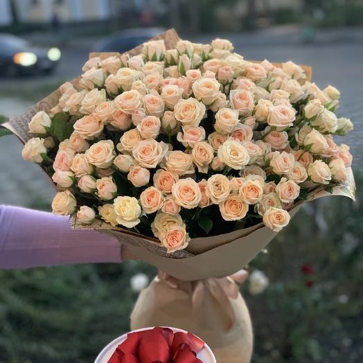 Букет из кустовых роз «Баунти»