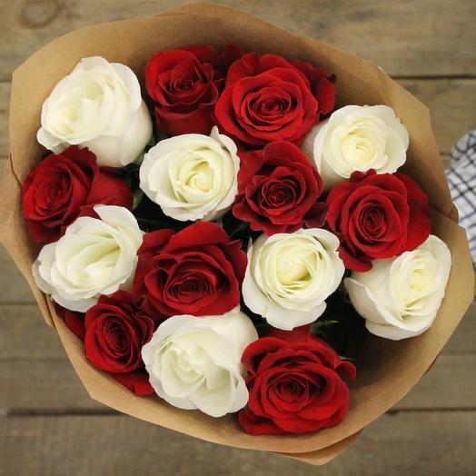 Букет из 15 красно-белых роз