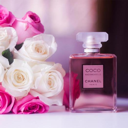 Набор 25 белых и розовых роз и CHANEL COCO MADEMOISELLE 50 мл