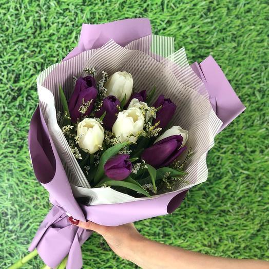 Бело-фиолетовый микс с лимониумом (11 тюльпанов)