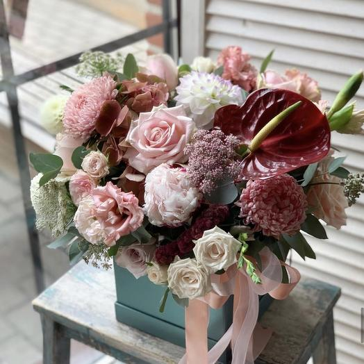 """Живые цветы в коробке """"Милана"""""""