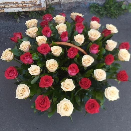 Роза микс в корзине