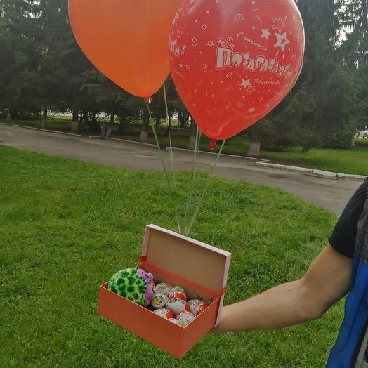 Набор коробка с Киндер сюрпризом и шарами