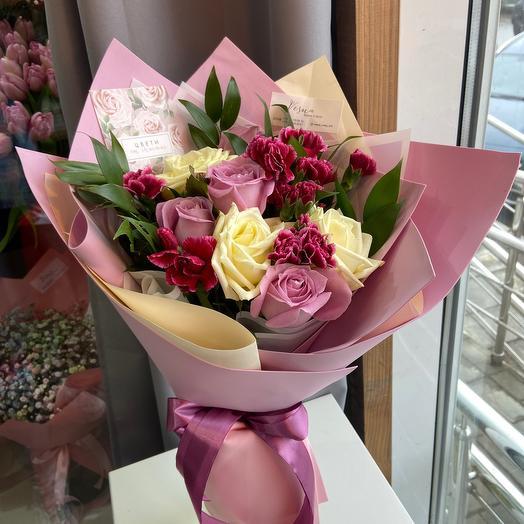 Букет-комплимент с розами и диантусом