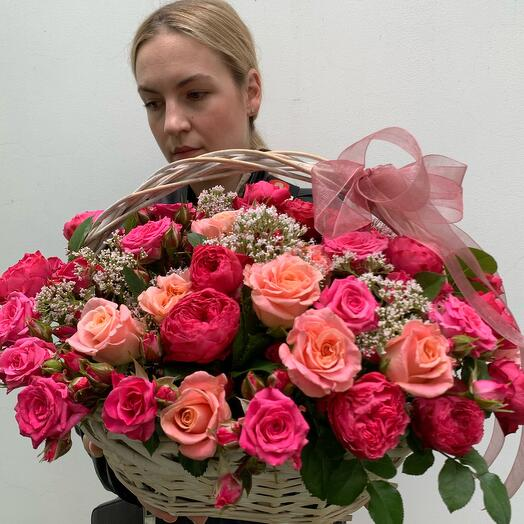 Сборная корзина с пионовидными розами