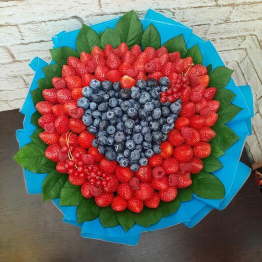 Букет ягодный сердце