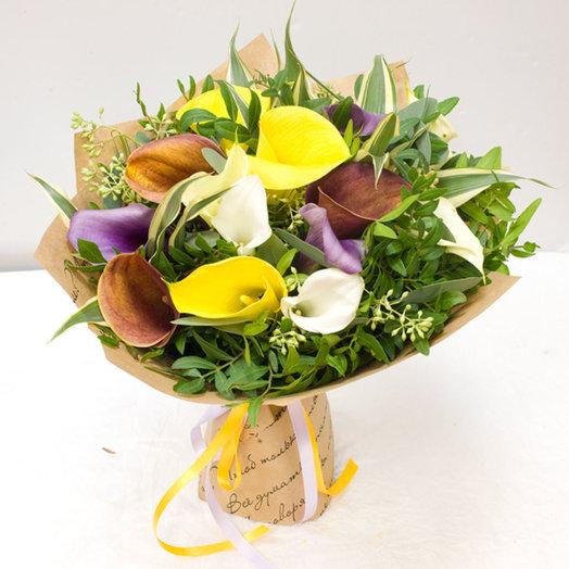 Букет из разнозцветных калл в крафте: букеты цветов на заказ Flowwow