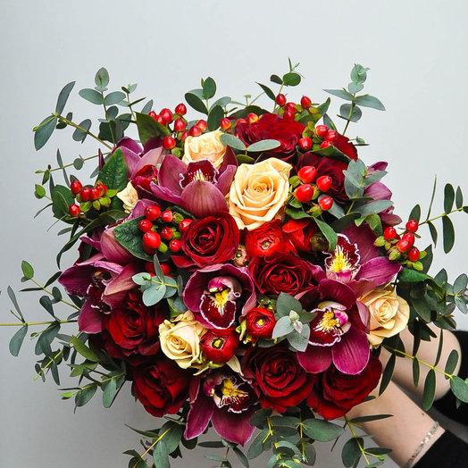 Красная ягода: букеты цветов на заказ Flowwow