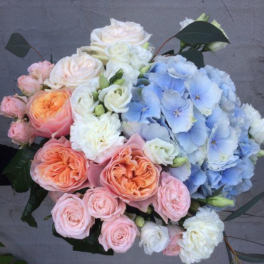 Романтичный букет с гортензией и пионовидной розой