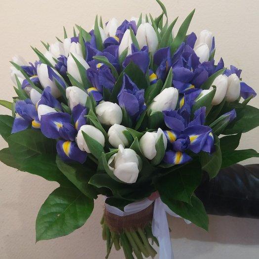 Букет с тюльпанами и ирисами: букеты цветов на заказ Flowwow